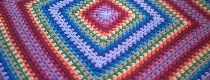 Como hacer una manta crochet cuadrado granny enganchada - Hacer manta de ganchillo ...